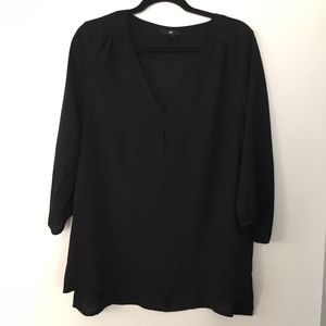 H&M black v neck 3/4 sleeve blouse